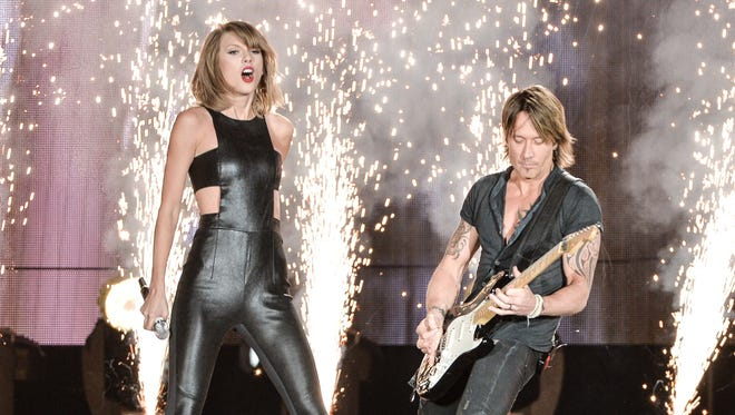 Keith Urban joined Taylor Swift on stage in Toronto Friday night.