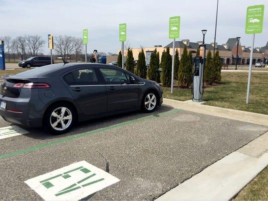 636621641813710926-EV-charging.jpg