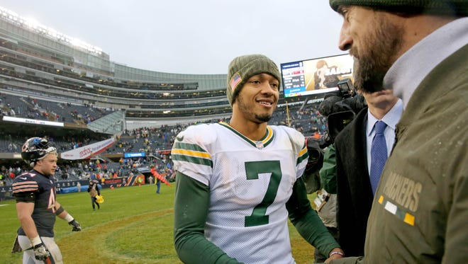 PACKERS13 PACKERS  - Green Bay Packers quarterback Brett Hundley (7) and Green Bay Packers quarterback Aaron Rodgers (12) shake hands after the Green Bay Packers 26-13 win against the Chicago Bears at Soldier Field in Chicago, Ill. on Sunday, November 12, 2017.  Mike De Sisti / Milwaukee Journal Sentinel