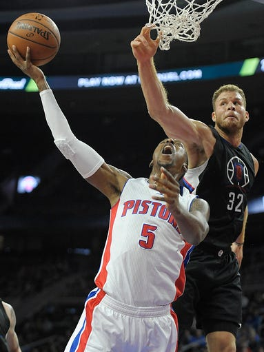 Pistons' Kentavious Caldwell-Pope shoots over the Clippers'