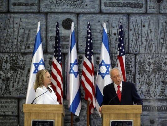635913134679304389-hillary-and-peres.JPG