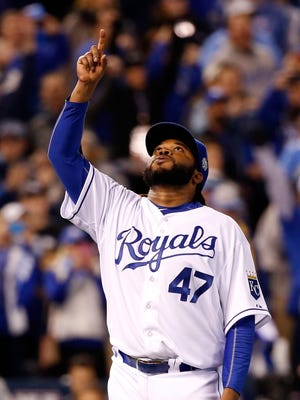 Royals pitcher Johnny Cueto celebrates defeating the Mets, 7-1, in Game 2 of the World Series at Kauffman Stadium on Wednesday. .