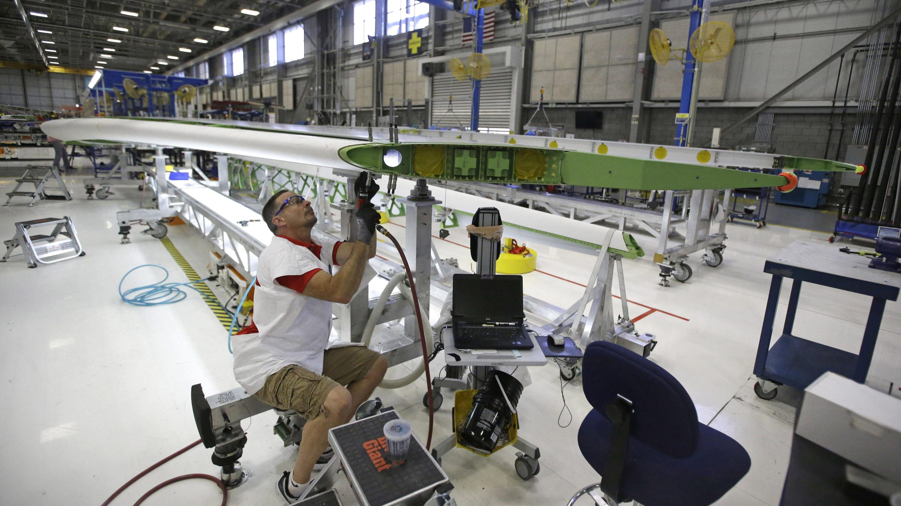 Manufacturing barely expands as global economy slows