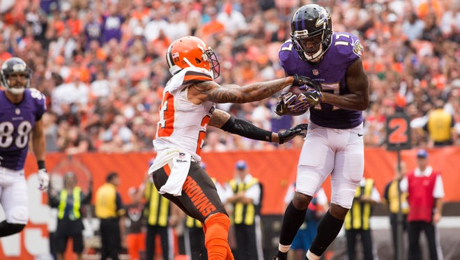 Baltimore Ravens wide receiver Mike Wallace (17) makes a touchdown reception against Cleveland Browns cornerback Joe Haden (23) during the second quarter at FirstEnergy Stadium.