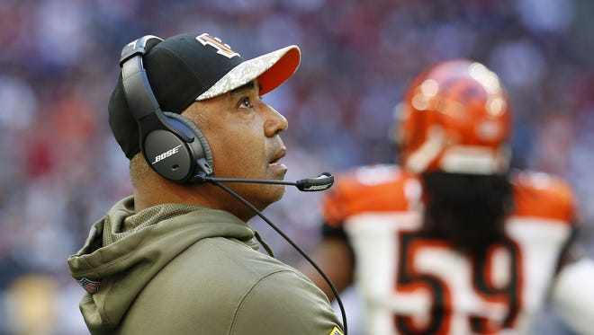 Bengals head coach Marvin Lewis checks out a replay during Sunday's game against the Houston Texans at NRG Stadium.