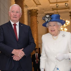 Canada governor breaches protocol, touches Queen Elizabeth II's elbow for safety on stairs