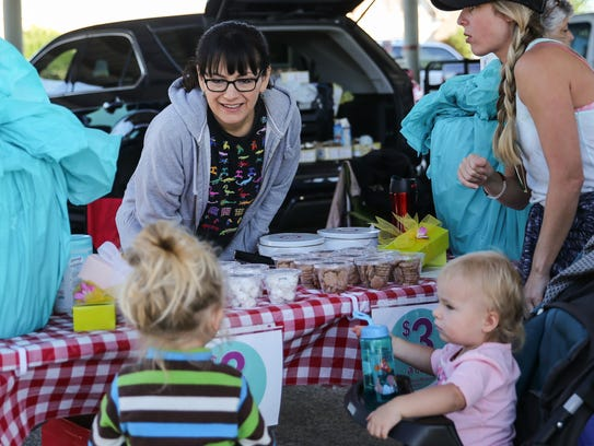 Lorie Settle, center, sells traditional Mexican cookies