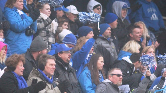 Fans cheer on Highlands at state.