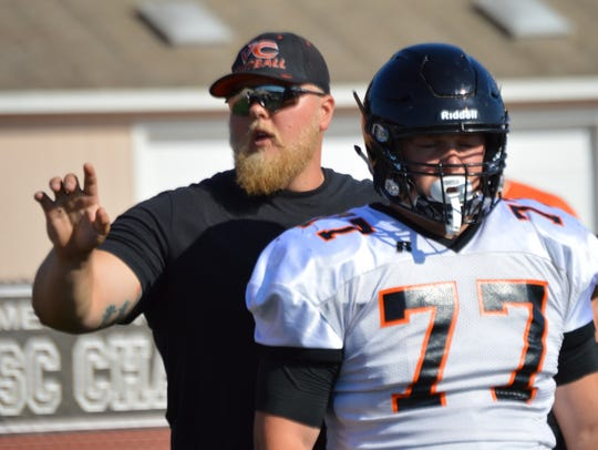 Former Oregon offensive lineman Ryan Clanton will take