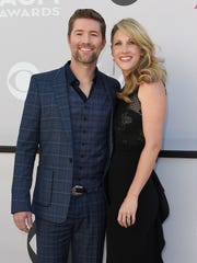 Josh Turner and his wife, Jennifer, walk the red carpet