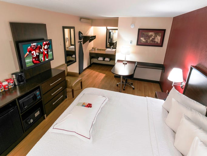 How to book a hotel the smart way:   1. Start with