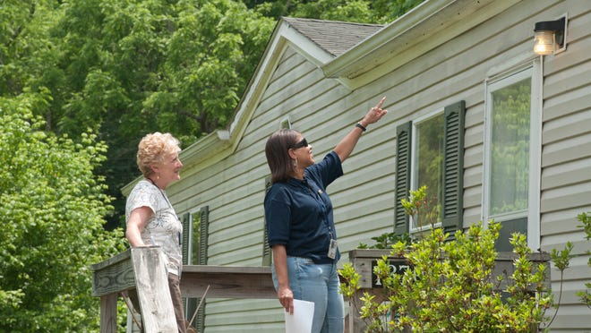 Most real estate agents recommend making your offer to purchase a home contingent on a home inspection. [Liz Roll/Wikimedia Commons/Public domain]