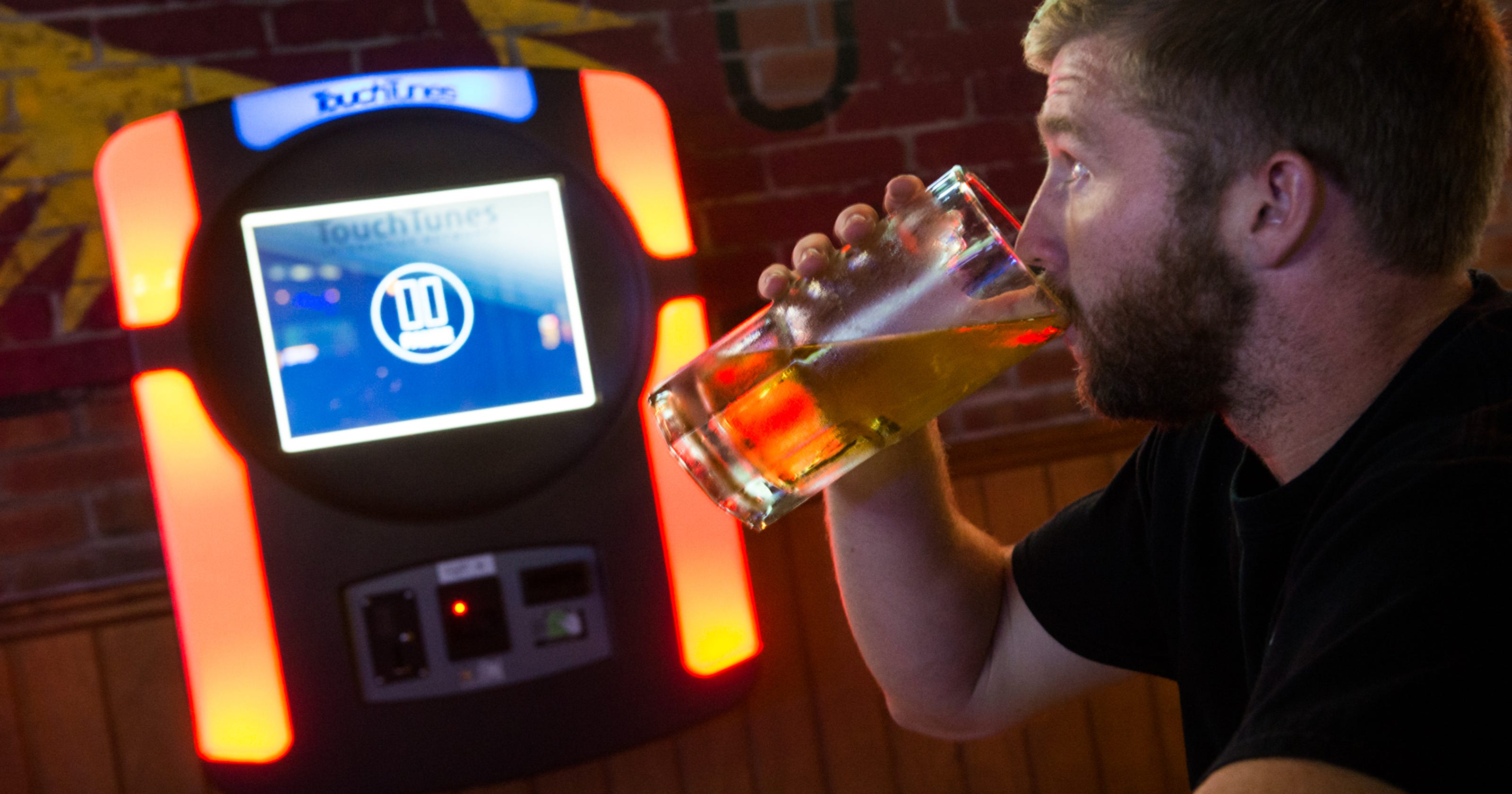 Garth Brooks, Drake, Queen: Iowans love drinking to these songs