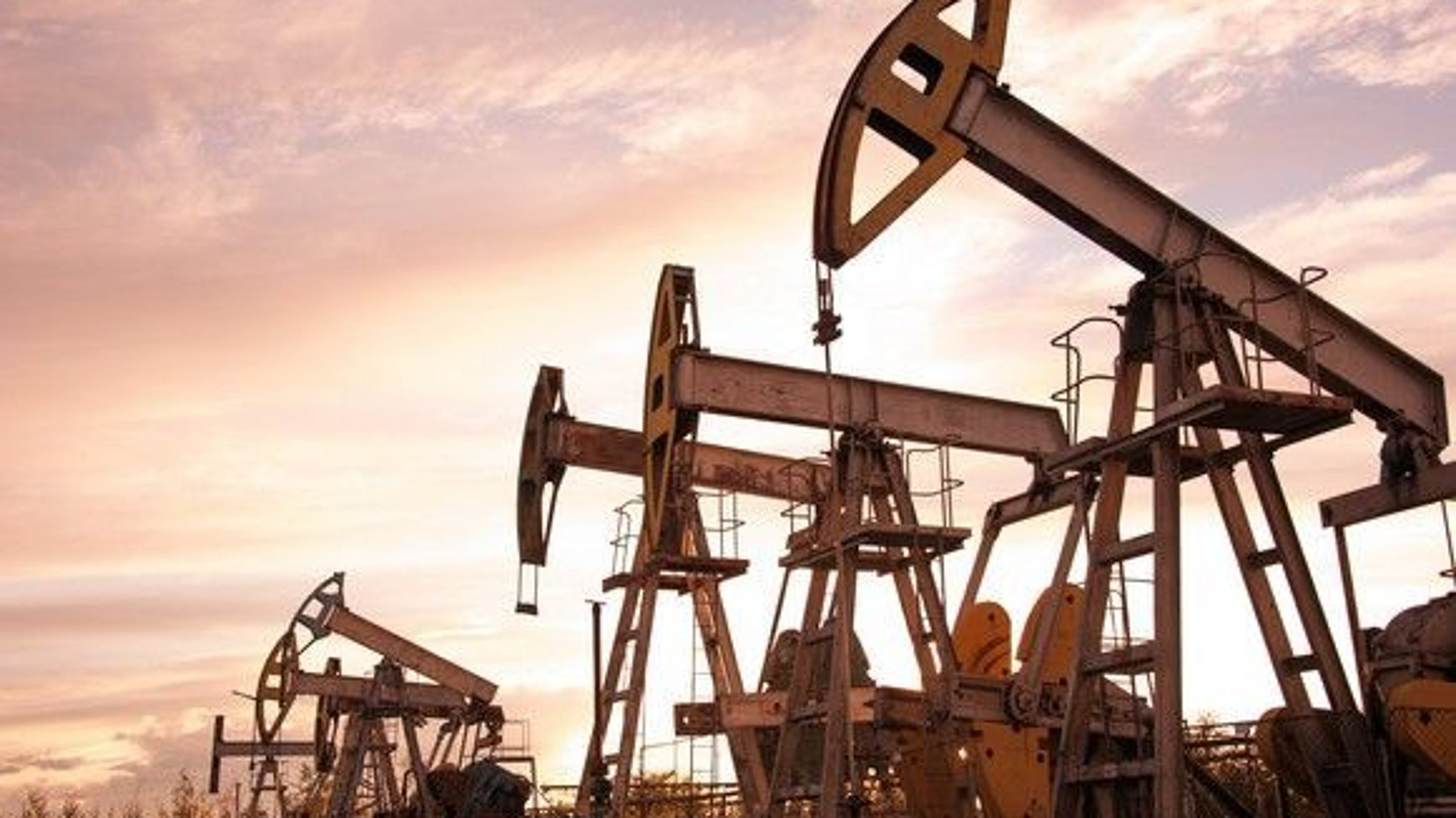 Oil prices hit the skids, slips back into bear territory
