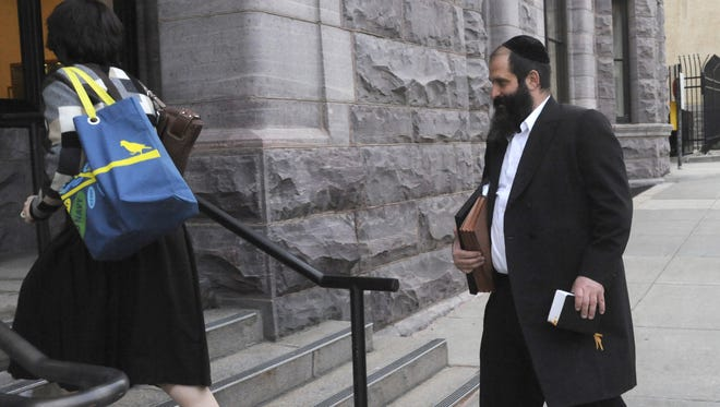 Sholom Rubashkin walks to the U.S. Courthouse in downtown Sioux Falls, S.D., to face 91 fraud-related charges on Tuesday morning, October 13, 2009.