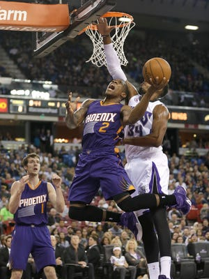 Phoenix Suns guard Eric Bledsoe, center, goes to the basket against Sacramento Kings forward Jason Thompson, as Suns guard Goran Dragic watches during the first quarter of a game in Sacramento, on Friday, Dec. 26, 2014.