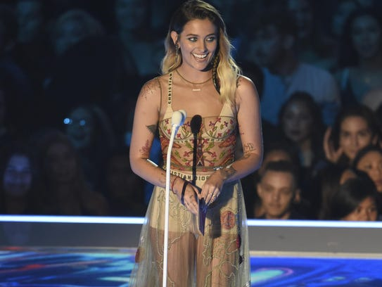 Paris Jackson presents the award for best pop video