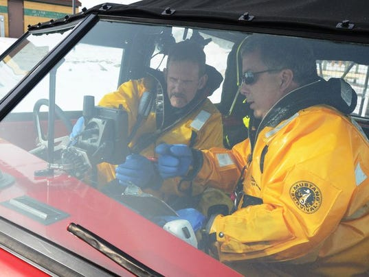 635581225270042303-635580705529581588-OSH-Ice-Water-Rescue-Drill-012815-JS-03