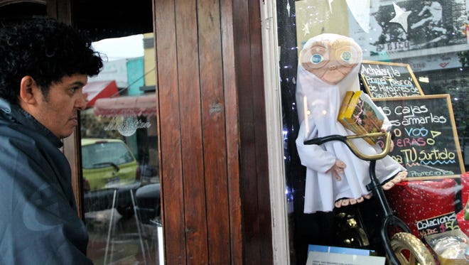 Opponents of the Alien Festival say it contributes to denigrating the topic with alien dolls and costumes.