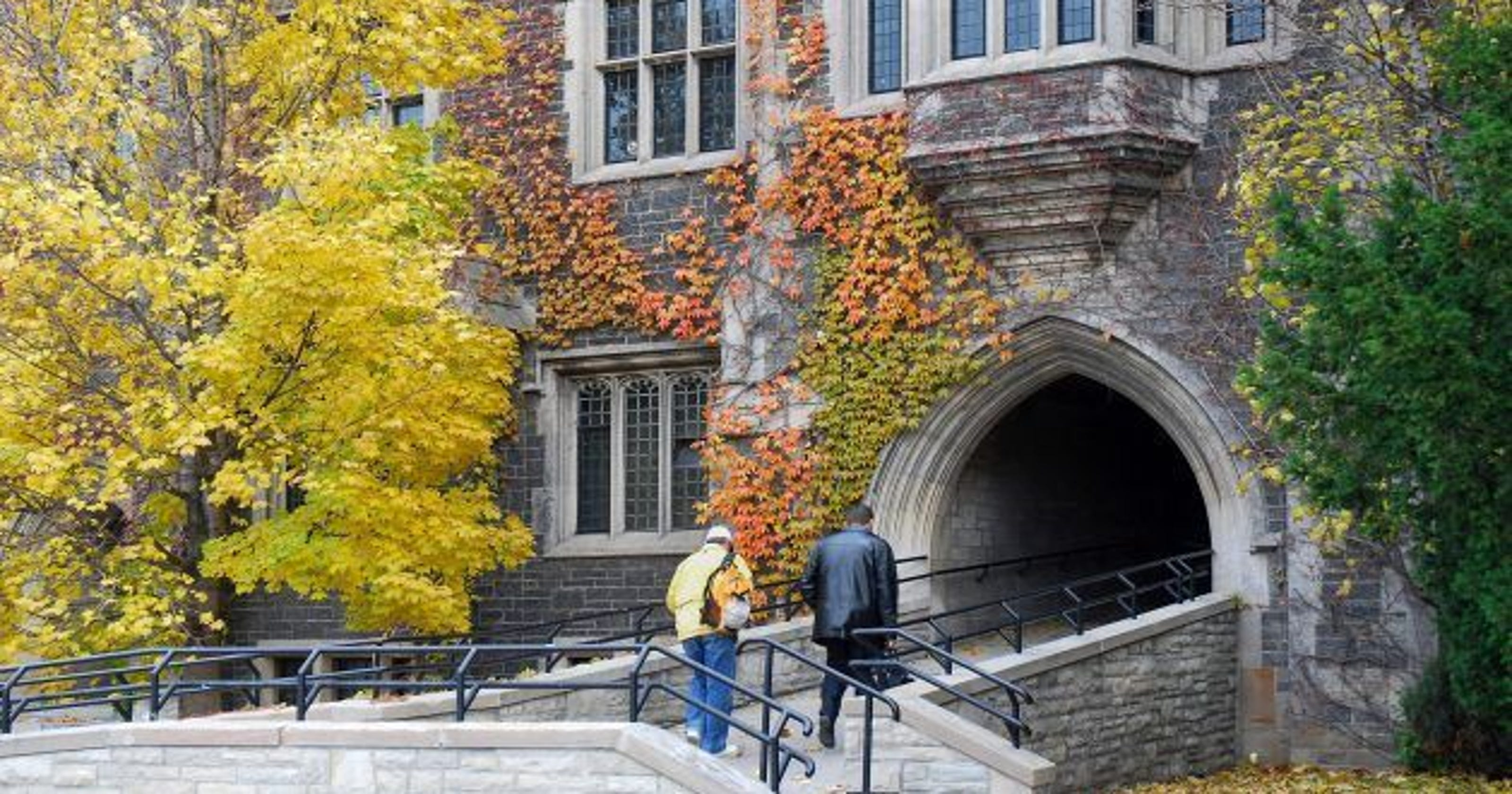 Why College Dating Is So Messed Up