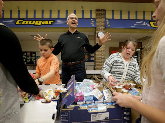 John Williamson, of Food Rescue, and students from