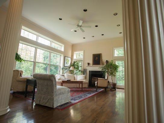 -BUR20150831-Charlotte-House-Selling-6.jpg_20150831.jpg