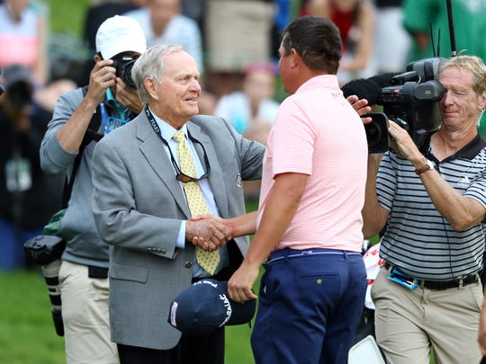 Jack Nicklaus greets  Jason Dufner, the 2017 winner of the Memorial. (Aaron Doster-USA TODAY Sports)