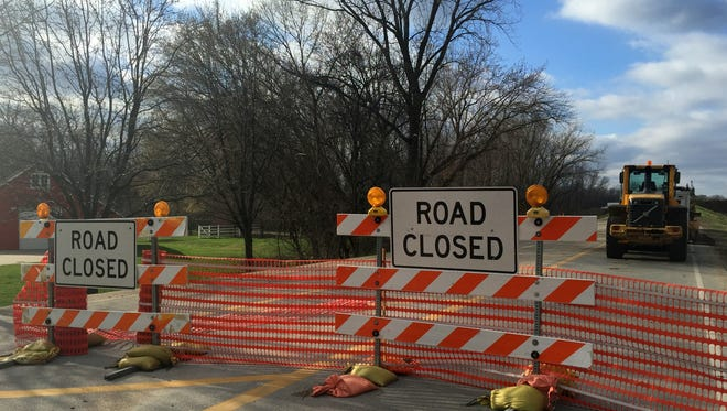 The Iowa DOT has hired a contractor to build a new $7.4 million bridge on Northwest Beaver Drive that extends over I-35/80 in Johnston. The new bridge will have shoulders and a protected walkway for pedestrians and cyclists. The old bridge did not have any pedestrian lanes.