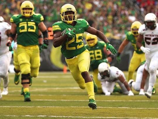 Sep 2, 2017; Eugene, OR, USA; Oregon running back Kani Benoit (29) runs towards the end zone for a touchdown against Southern Utah in the first half at Autzen Stadium. Oregon won the game 77-21.