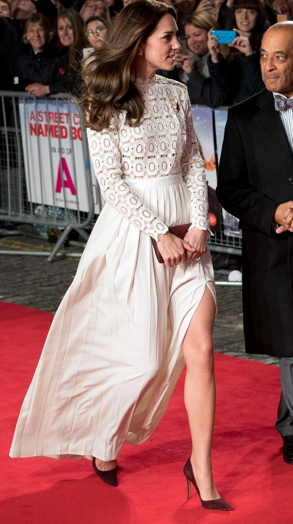 Kate arrives for premiere of 'A Street Cat Named Bob'