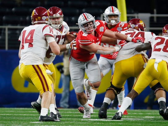 Ohio State defensive end Sam Hubbard rushes USC quarterback