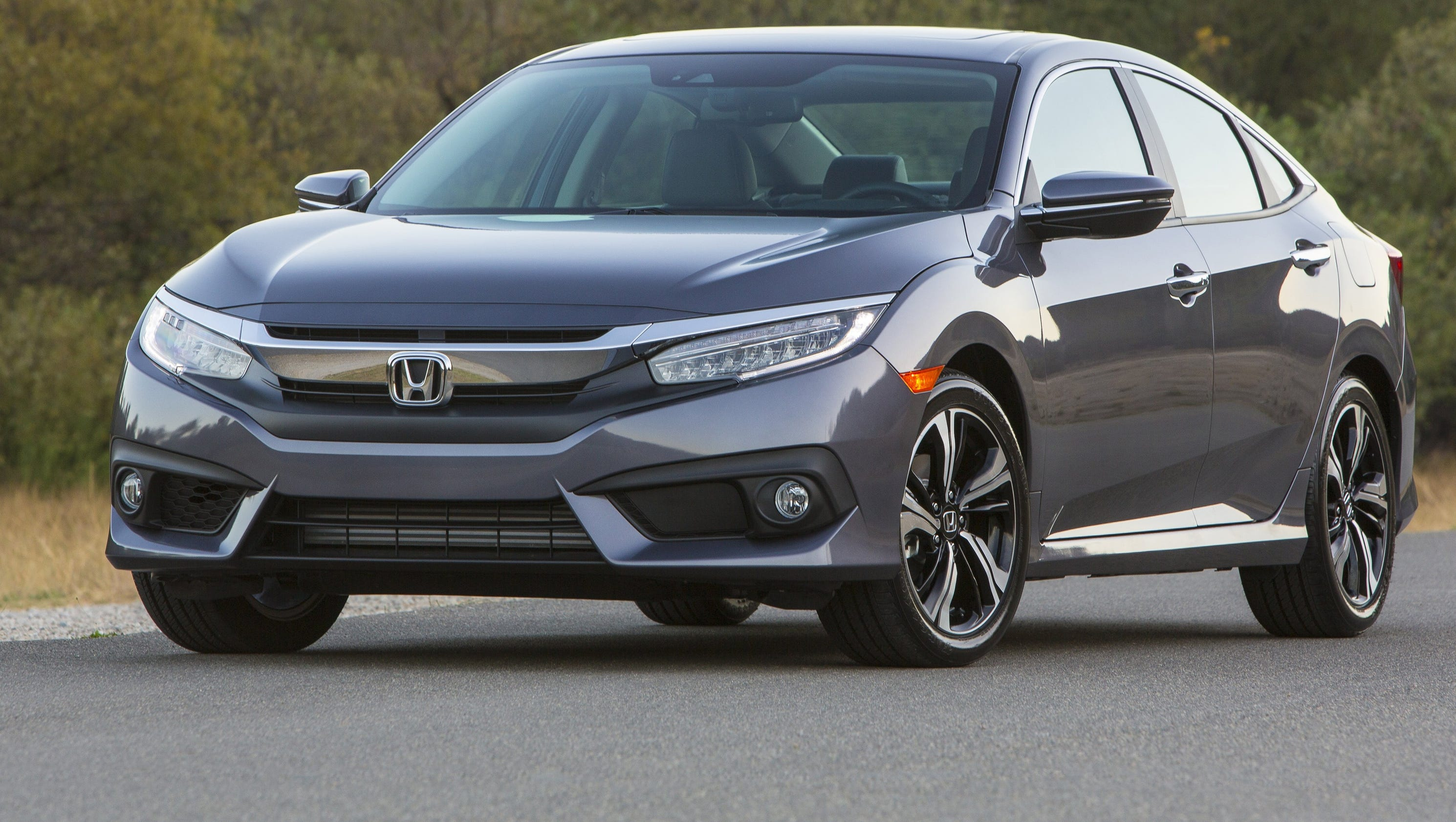 Honda 39 s new civic is larger more fuel efficient for Honda civic fuel economy