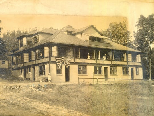 The sanitarium, shown in 1909, opened in Elmira in
