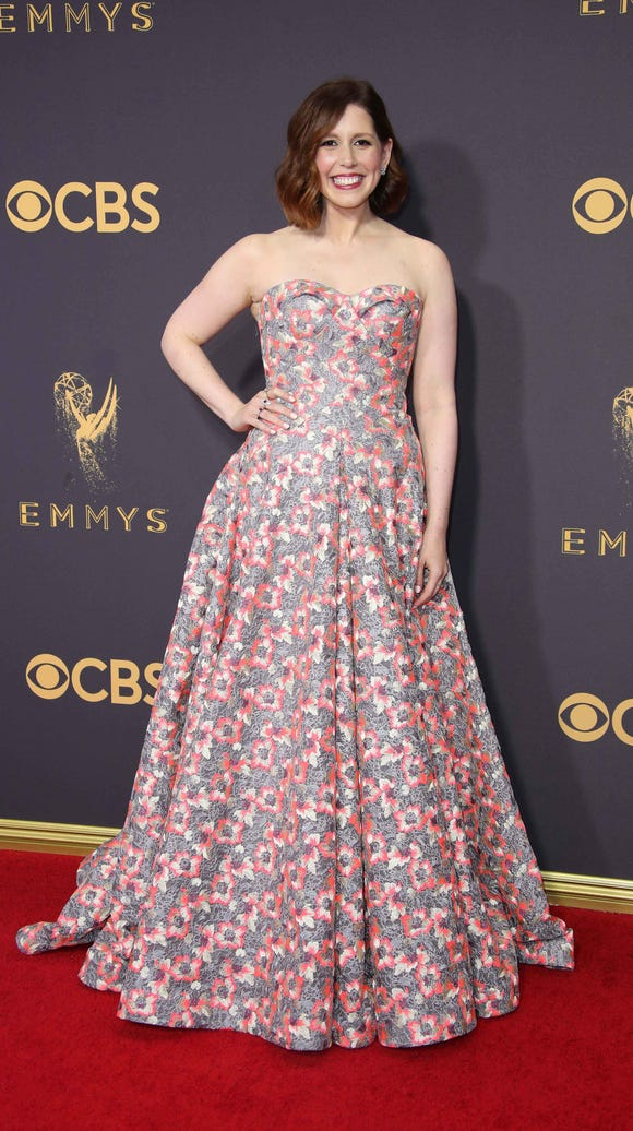 Vanessa Bayer poses on the red carpet at the 2017 Emmy
