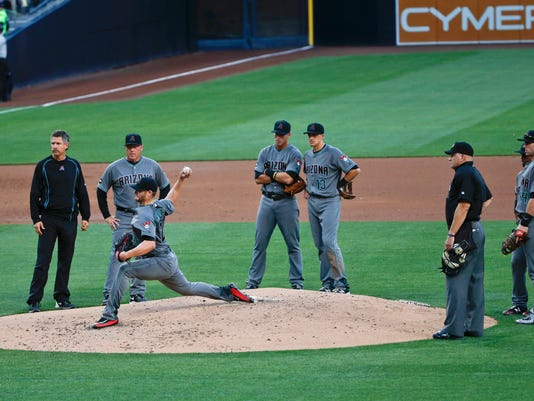 Arizona Diamondbacks starting pitcher Shelby Miller throws a test pitch with an audience in the second inning after suffering an injury when his hand hit the mound on his follow through while pitching in a baseball game against the San Diego Padres Saturday, April 16, 2016, in San Diego. (AP Photo/Lenny Ignelzi)