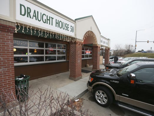 Draught House 50 Sports Bar Focuses On Food