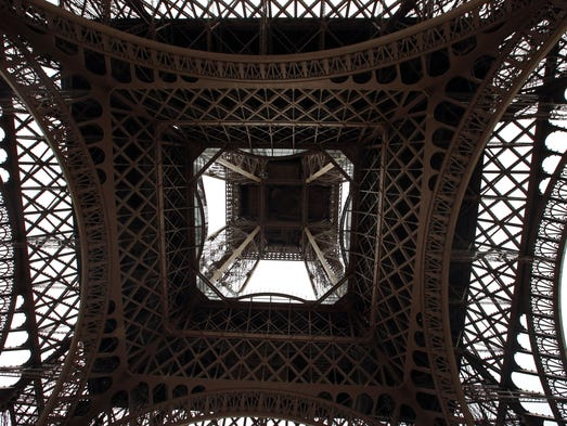 Eiffel tower debuts new glass floor for Floors of the eiffel tower