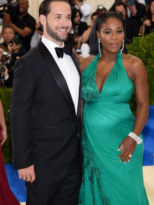 """Alexis Ohanian (L) and Serena Williams attend the """"Rei Kawakubo/Comme des Garcons: Art Of The In-Between"""" Costume Institute Gala at Metropolitan Museum of Art on May 1, 2017 in New York City."""