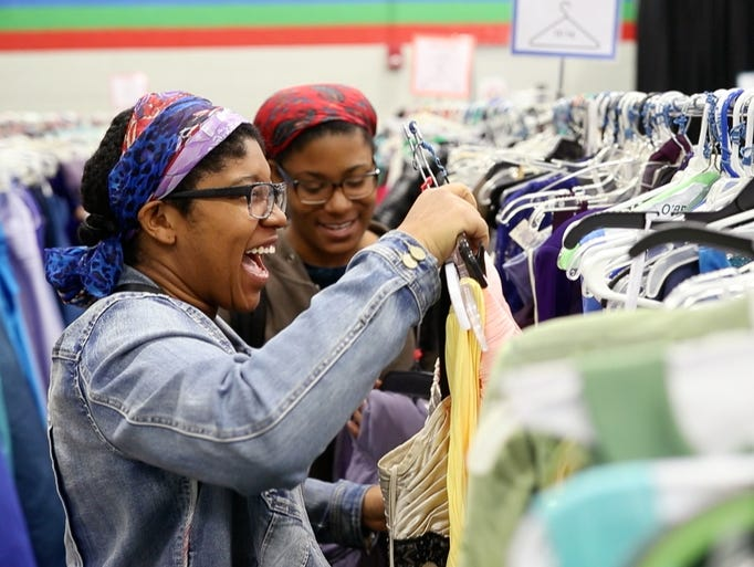 Sisters Solana, left, and Azana Banks shop for dresses