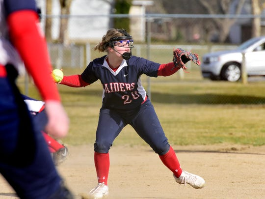 Lakota's Jenna Ranzenberger looks to make a play Friday.