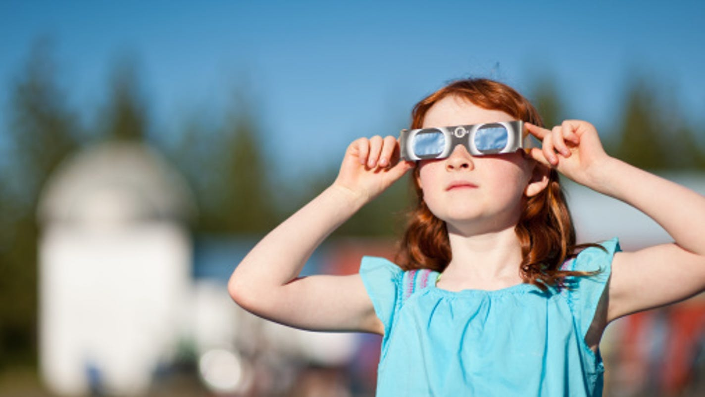 Eye doctor explains why you shouldn 39 t look at the sun for Why shouldn t you look at a solar eclipse