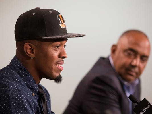 Cincinnati Bengals first-round draft pick William Jackson III, left, speaks alongside head coach Marvin Lewis, right, during a news conference at Paul Brown Stadium, Friday, April 29, 2016, in Cincinnati. After being shut out of the top receivers, the Bengals took cornerback Jackson from Houston with the 24th overall pick in the NFL draft on Thursday night. Cincinnati needed a receiver after losing Marvin Jones and Mohamed Sanu to free agency. (AP Photo/John Minchillo)