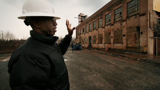 An EPA construction manager at the Diaz Chemical site in Holley explains the continuing cleanup and demolition in 2007.