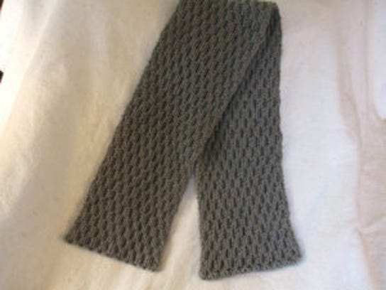 Free Reversible Scarf Knitting Patterns : Links to free reversible-cable scarf patterns