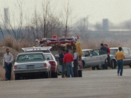 Investigators in 1992 search for remains of Timothy Wiltsey on Olympic Drive in Raritan Center in Edison.