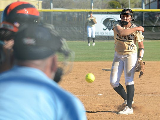 Abilene High pitcher Kaylen Washington throws a pitch