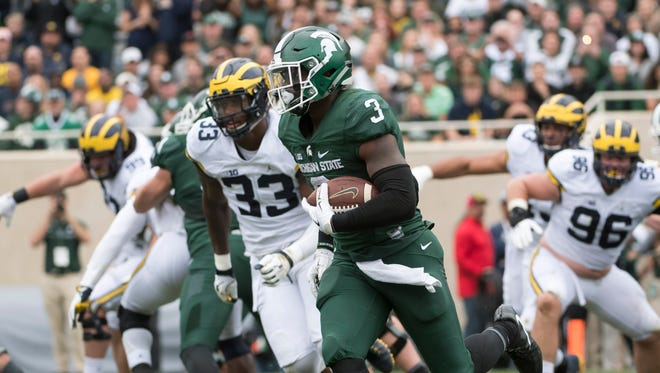 Michigan State running back LJ Scott runs the ball in for a touchdown in the first quarter.