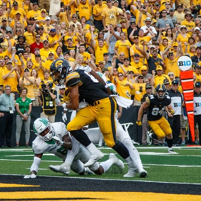 Iowa's Noah Fant (87) charges into the end zone for