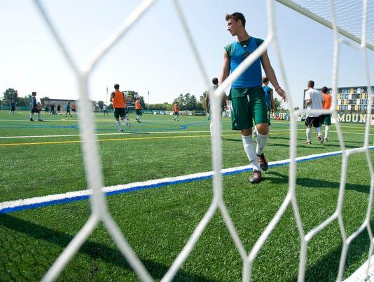 -BUR 0824 uvm soccer C2.jpg_20120824.jpg