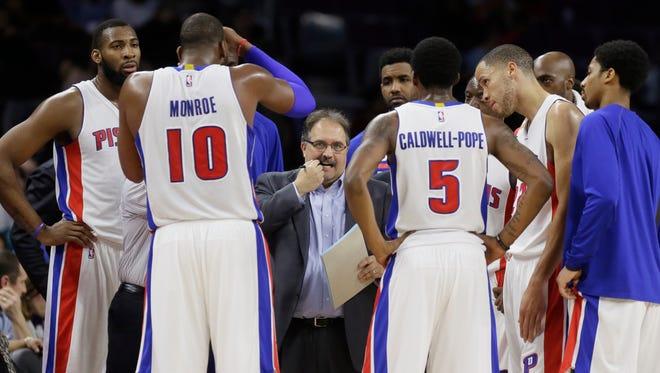 Detroit Pistons coach Stan Van Gundy draws up a play against the New York Knicks  on Friday, Feb. 27, 2015, in Auburn Hills.